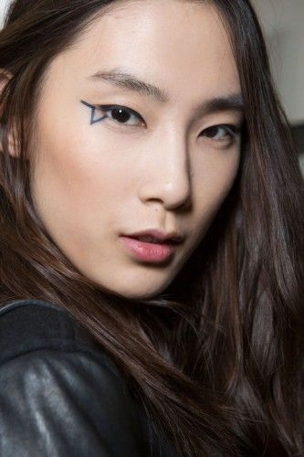 hbz-fw2015-trends-beauty-graphic-lines-vaccarello-bks-i-rf15-3242